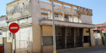 Edifício do antigo Cine Odeón, na cidade do Lubango (Foto Angop / Manuel Fernandes)