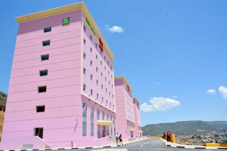 Em algumas cidades, como acontece no Lubango, os IU hotéis são constituídos por vários edifícios