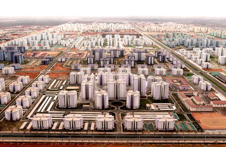 Lotes de terrenos à venda estão situados nas áreas adjacentes à Cidade do Kilamba